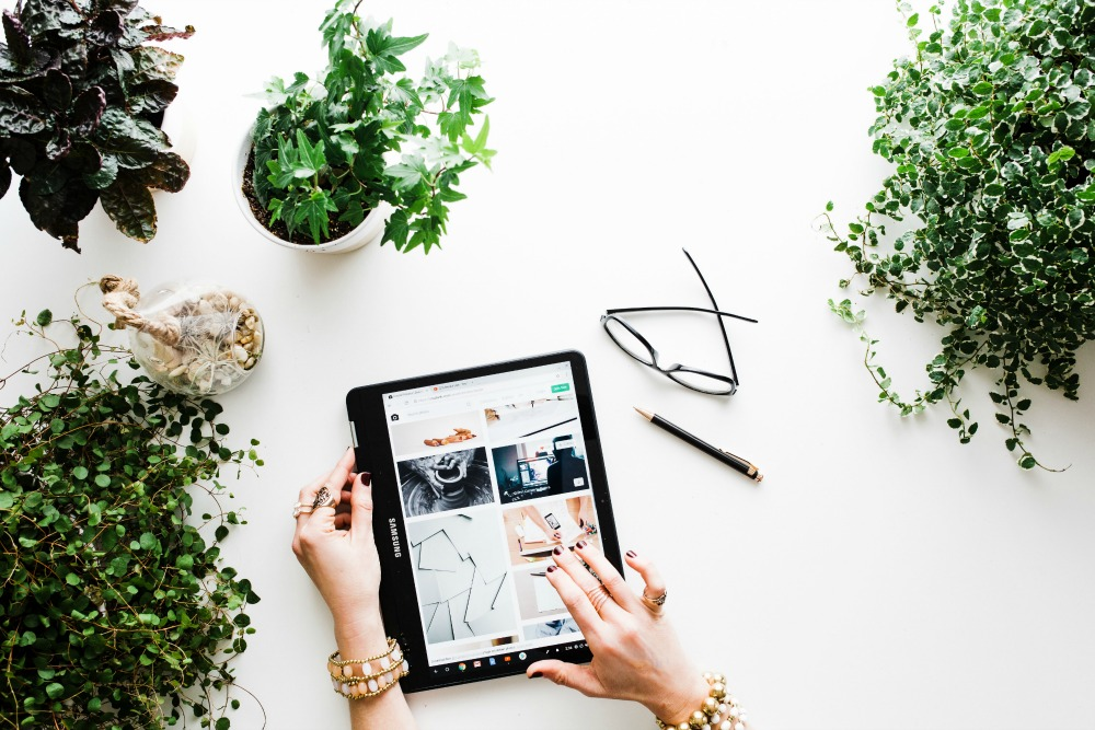 Kattava ja realistinen ohje miten teet 8 400 € kuukausittain blogin avulla