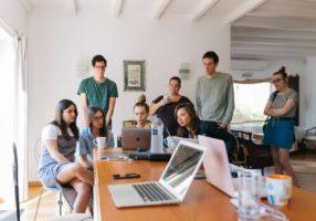 5 oivallusta Bloggaajasta Ammattilaiseksi™ verkkokurssilta, jotka kasvattivat liikevaihtoamme yli miljoonaan euroon