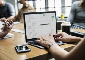 5 ammattilaisen vinkkiä, miten rajaat blogin aiheen 5 minuutissa