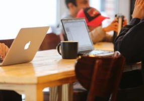 Miten tehdä brändistä ihmisläheinen yritysblogin avulla